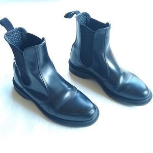 DOC MARTENS • Flora black leather Chelsea boots
